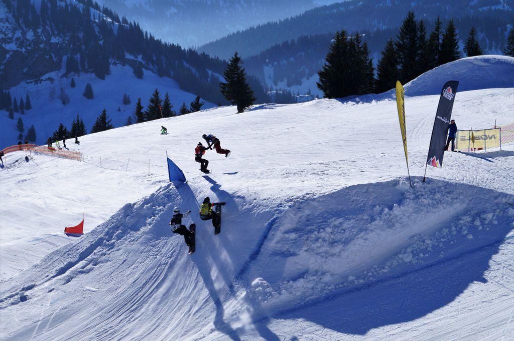 Een cornerjump is altijd speciaal tijdens een snowboardcross race
