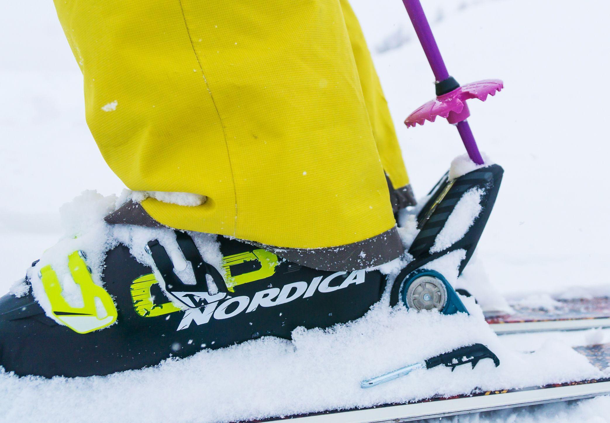 3f453fd8f44 Skischoenen zijn voor veel mensen niet hun favoriete uitrustingsstuk.  Logisch, de schoenen zijn lastig aan te trekken, ze lopen voor geen meter  en tot ...