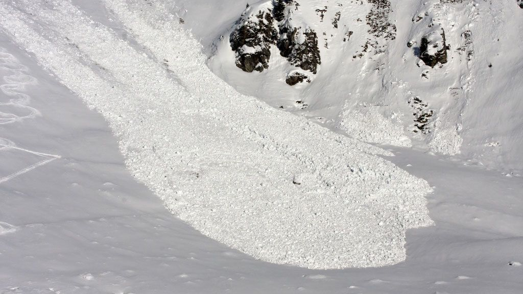Wat zijn en hoe ontstaan natte sneeuwlawines