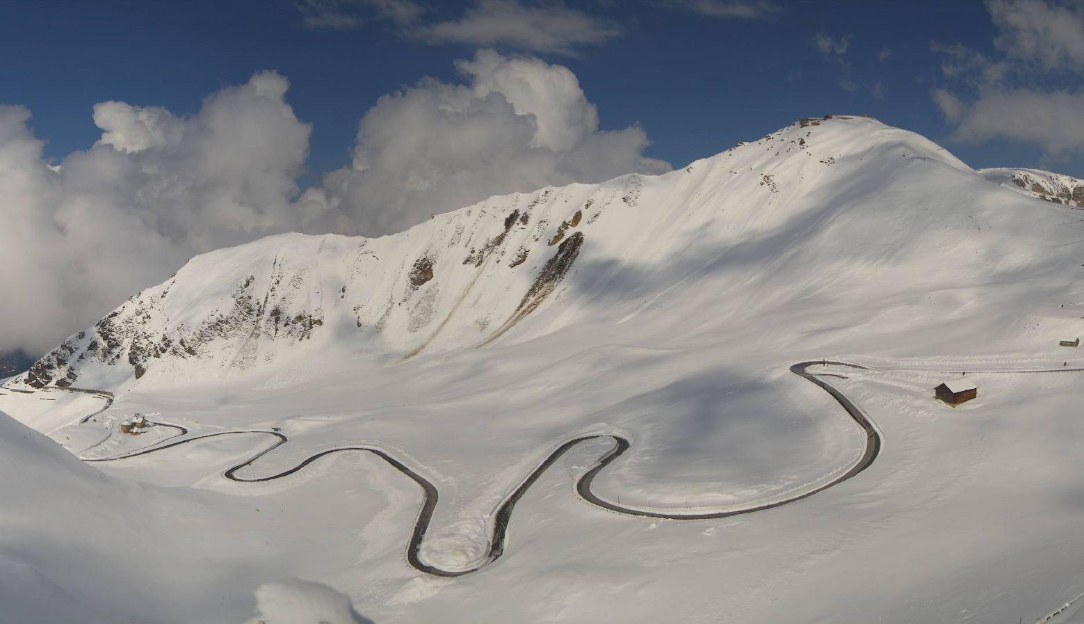 De Grossglockner Hochalpenstrasse sneeuwvrij gemaakt